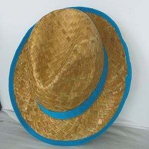 Hat in braided paper straw